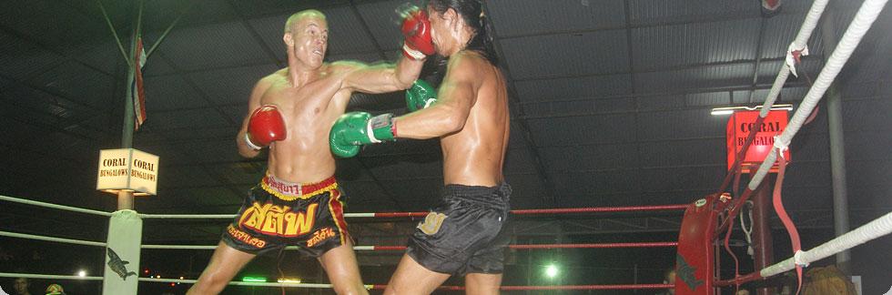 Kickboxen - Timm Lohmann bei einem Muai-Thai-Kampf in Thailand