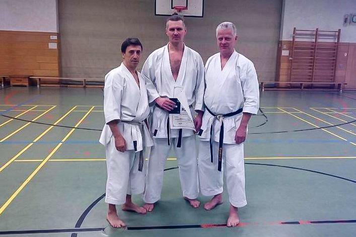 Erfolgreiche Prüfung zum 5. Dan: Steve Mosmondor (Mitte) und die Prüfer Efthimios Karamitsos und Gunar Weichert