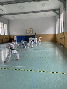 Karatetraining nach dem Lockdown: Markierungen sichern den Mindestabstand