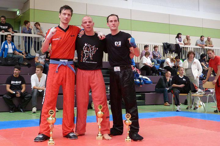 Johannes Schmitz (Mitte) ist Deutscher meister 2013 im Leichtkontakt bis 80 kg (WKU)