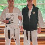 Erfolgreiche DAN-Prüfungen: Philipp Herzog mit Trainer Sven Grote