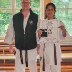 Erfolgreiche DAN-Prüfungen: Nila Nazari mit Trainer Sven Grote